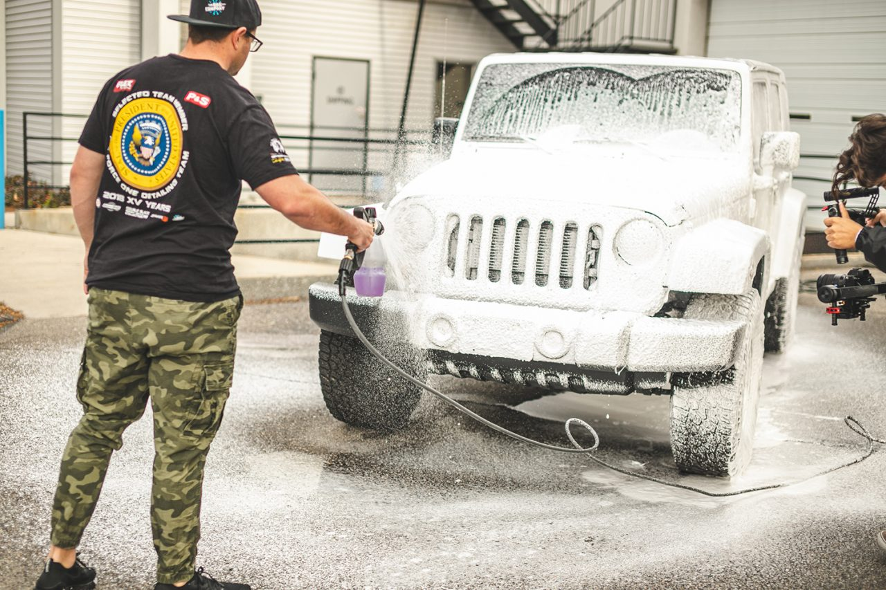 https://www.wowos.co.uk/wp-content/uploads/2016/06/wowos-500ml-detailers-shampoo-jeep-demo-3.jpg
