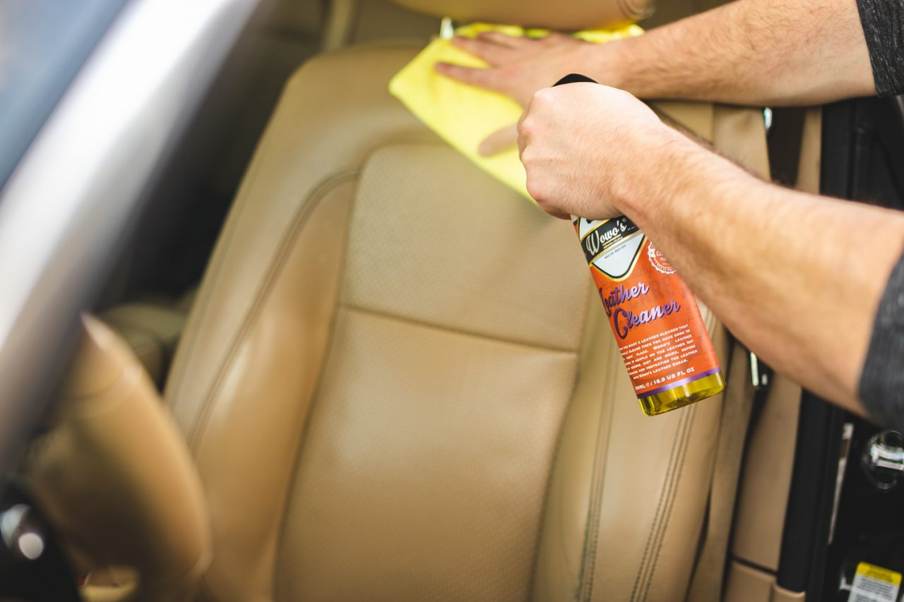 https://www.wowos.co.uk/wp-content/uploads/2016/06/wowos-500ml-leather-cleaner-seat-jaguar-demo.jpg